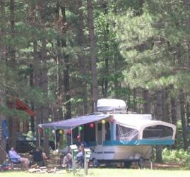 camper-in-campground